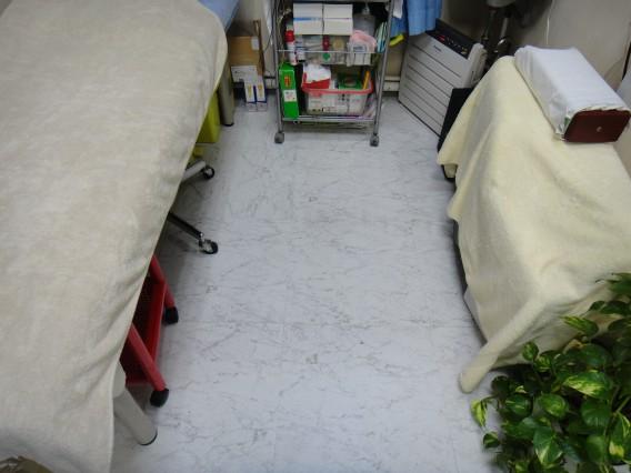 治療室の床を変えました。